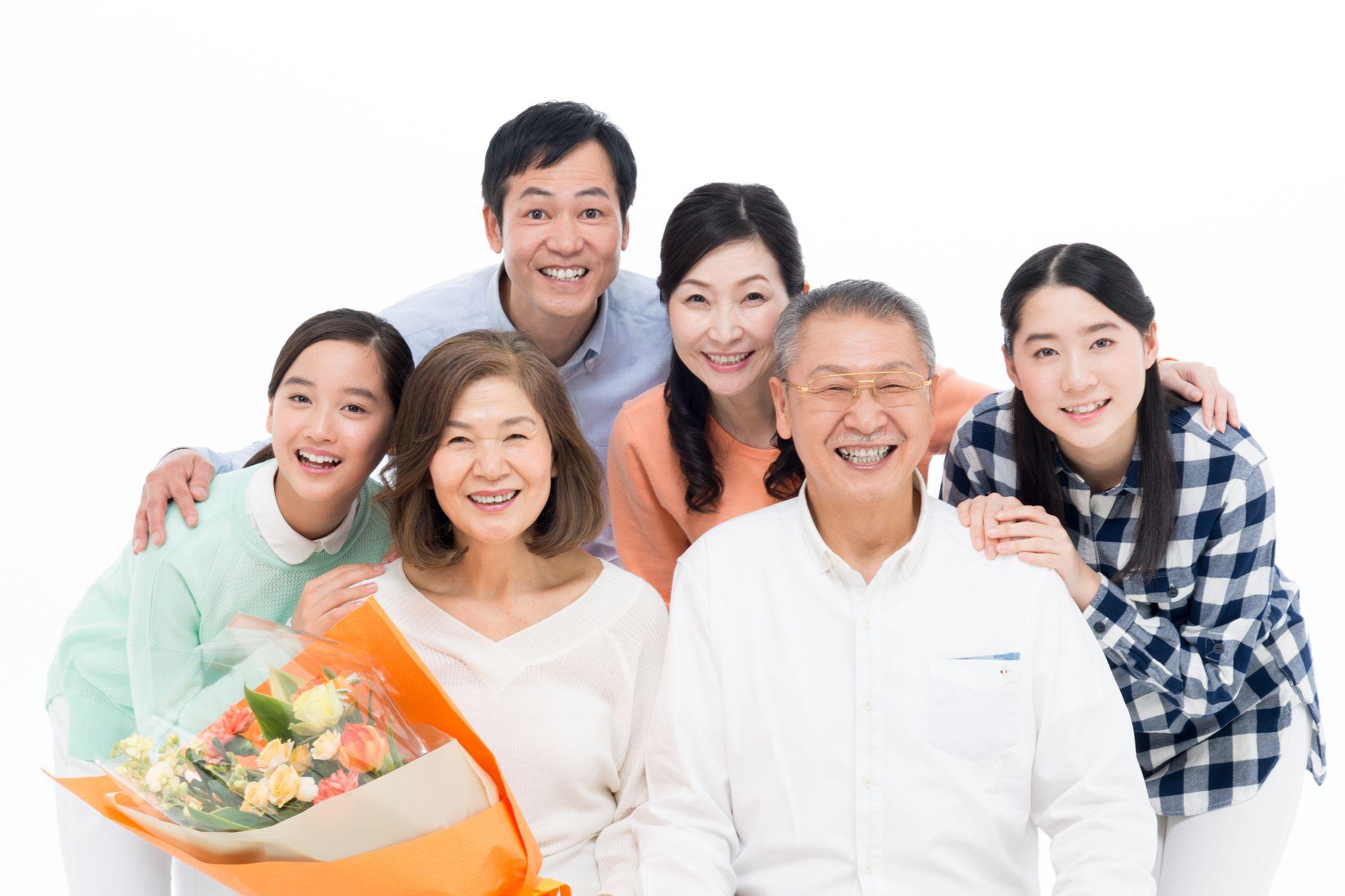 還暦には家族で写真館へ。毎日見返せる笑顔をプレゼントしよう