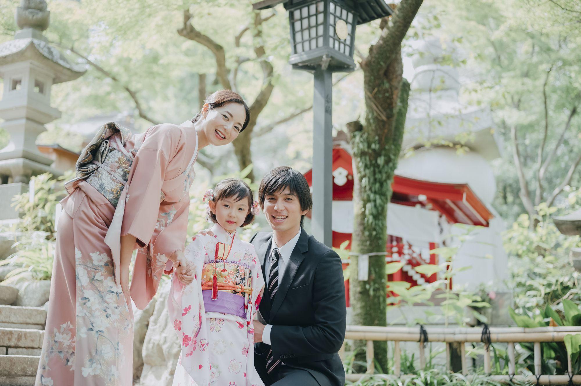 """<span class=""""title"""">七五三の家族写真、親はどんな服装がベスト?衣装を選ぶポイント</span>"""